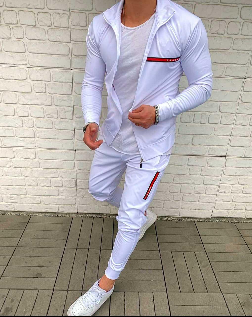 Спортивный костюм для мужчин белого цвета